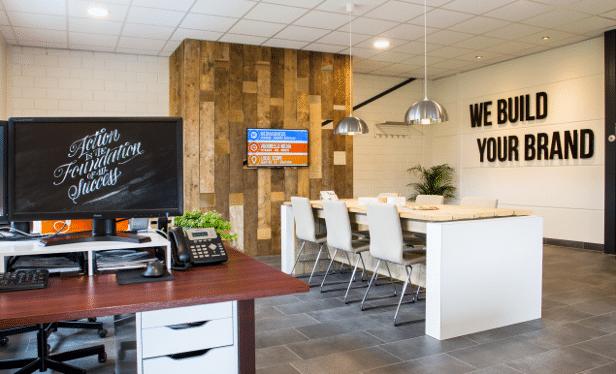 Het nieuwe werken zonder hokjes maccdesign for Kantoor interieur ideeen