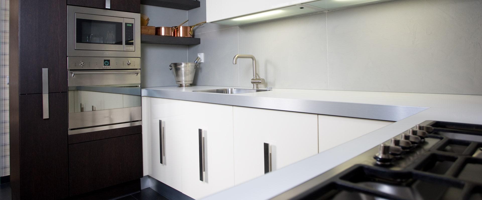 Mooie keuken in een bijzonder huis - Keuken uitgerust m ...