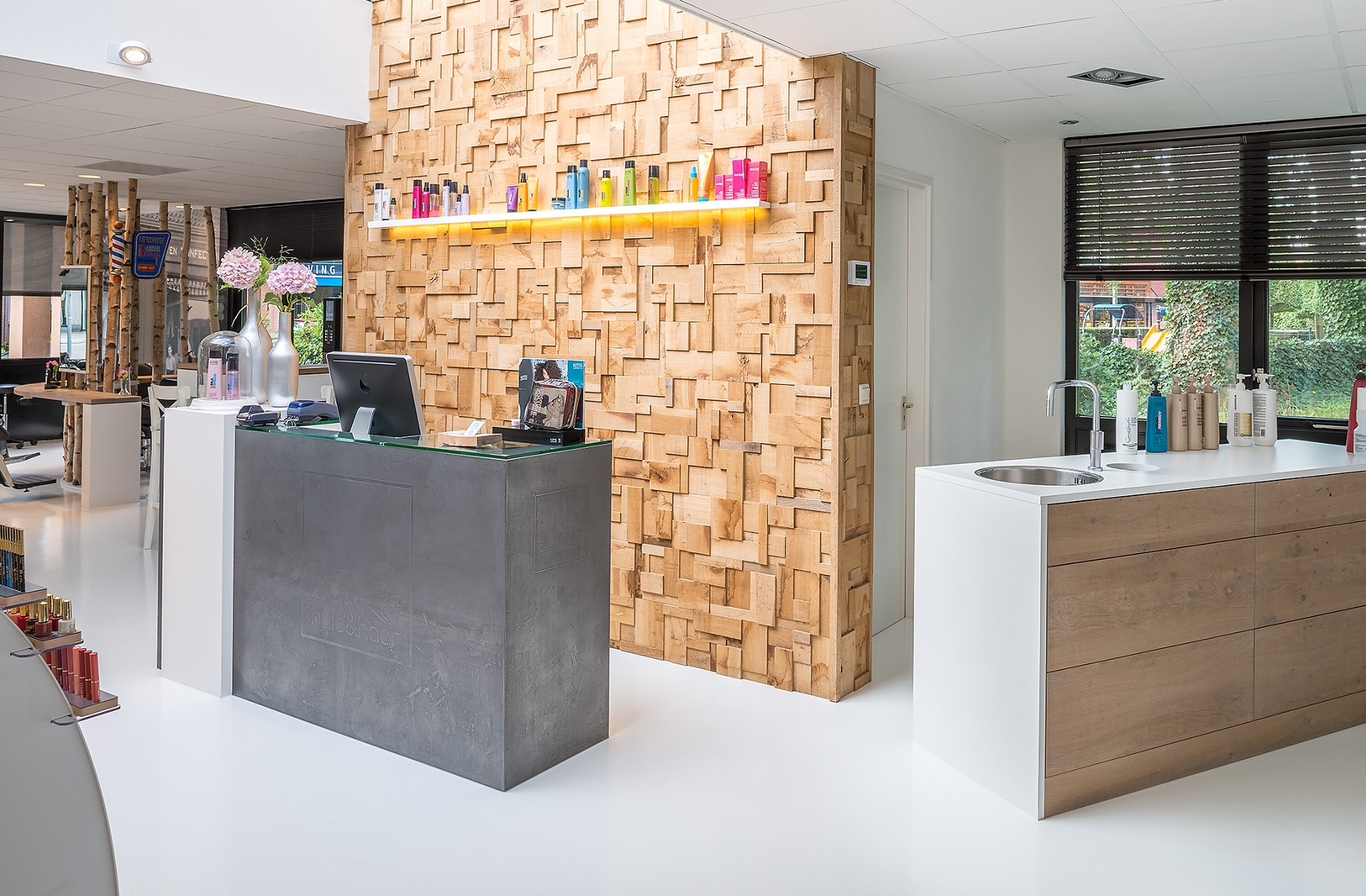 Zuiver huid haar beautysalon borne maccdesign for Kappers interieur